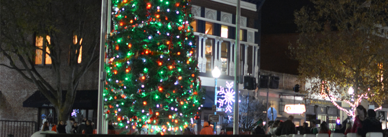 a different angle of the holiday tree in Downtown Vacaville